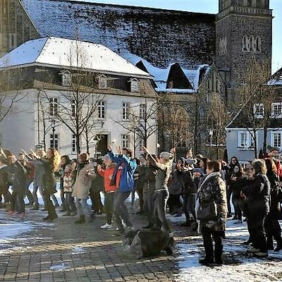 Bild vergrößern: One Billion Rising - Tanzdemonstration